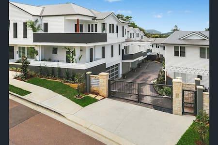Luxury Coastal Apartment - Wamberal - Lägenhet