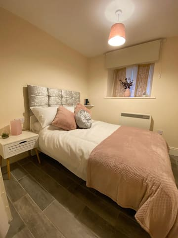 Cosy Riverside Apartment - Woodsmill Quay