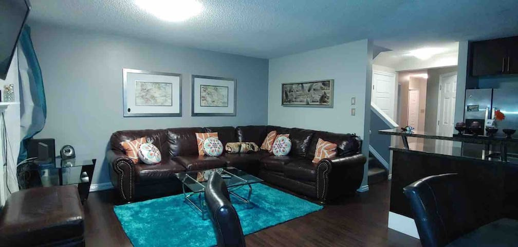 West Edmonton - Comfy Family Friendly Home