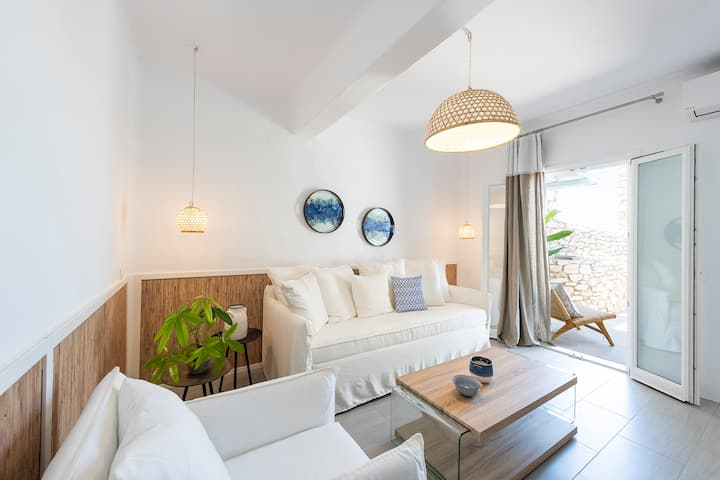 Chic designed 2 bedroom apartment in Naousa, Paros