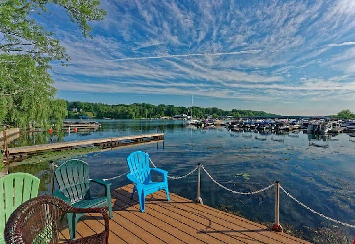 Saratoga Springs Home Directly on the Lake