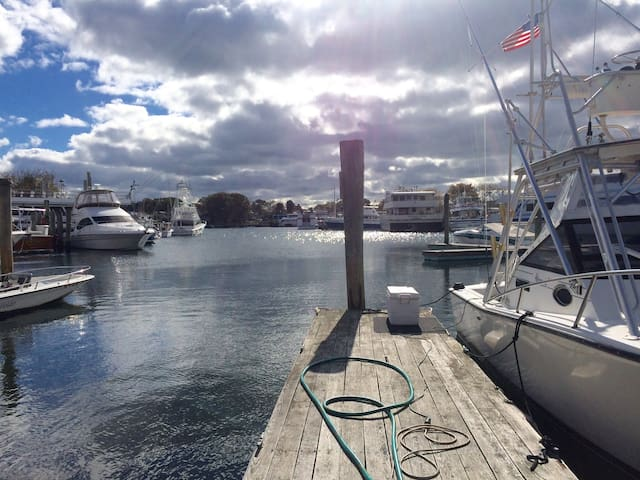 April & May $150! WATERFRONT & Walk to Everything! - Hyannis - Szeregowiec
