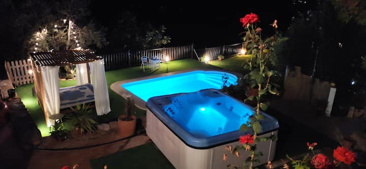 Wonderful house with amazing Jacuzzi, beach 20´