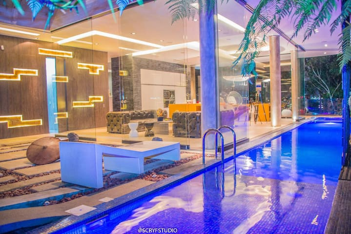 5 bedroom Spacious luxurios Indoor pool VIP villa