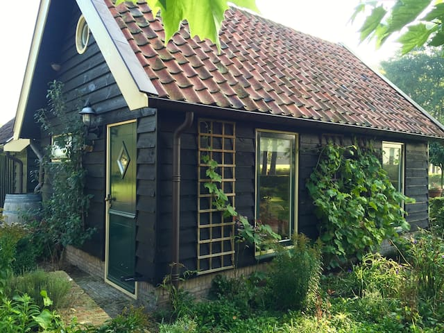 ROMANTIC COTTAGE (BAKHUIS) ON COUNTRY ESTATE - Nijkerk - Guesthouse