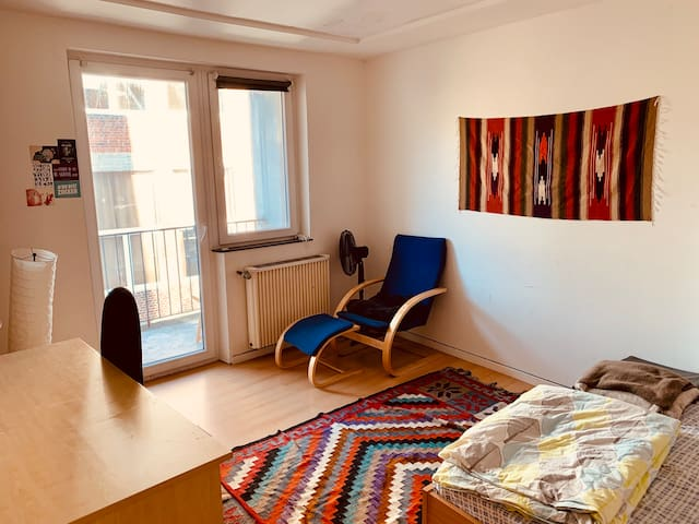 Cozy room w/Balcon&Queen Bed in Oldcity, DT & RWTH