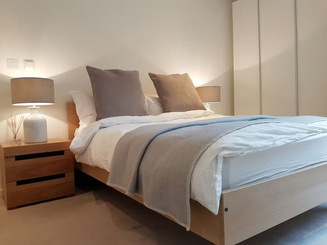 Double Bedroom with Private Bathroom, Olympic Park - Londen - Appartement