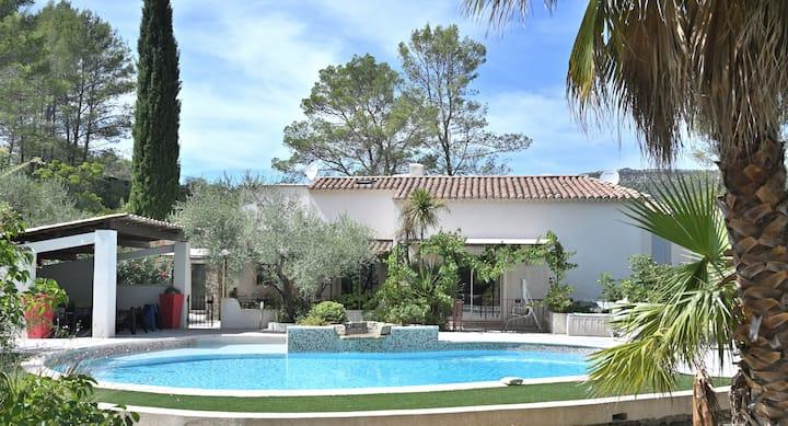 Villa 140m2 8 pers, climatisée avec piscine privée