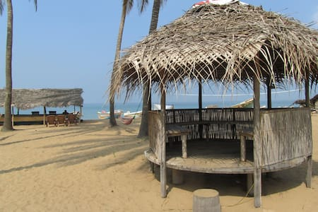 Dolphin Village Cabana on the beach free wifi - Kalpitiya