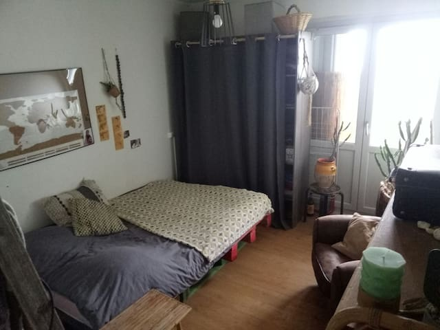 Chambre avec balcon, à Toulouse, St Cyprien