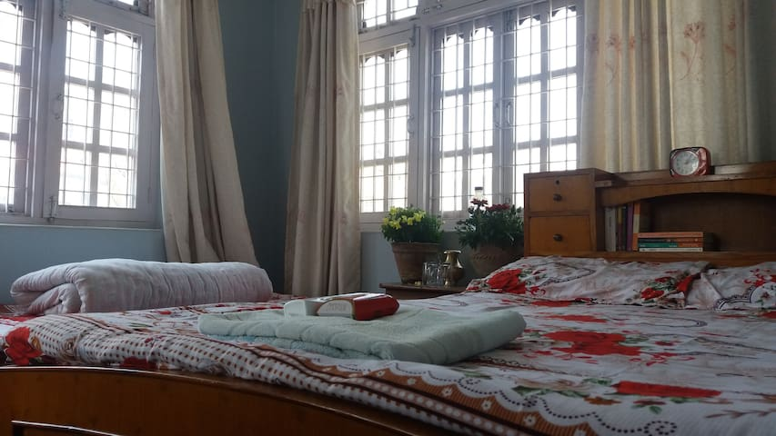 Clean room with comfortable beds - Kathmandu - Hus