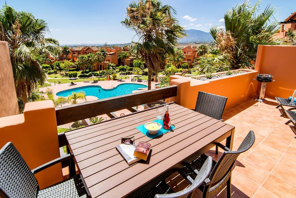 terrace pool-and mountainview