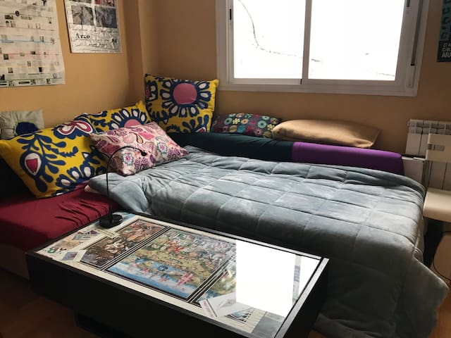 Sofa-cama confortable en el Barrio Chino.