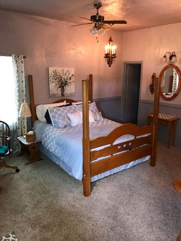 German Cottage-minutes from downtown Indy