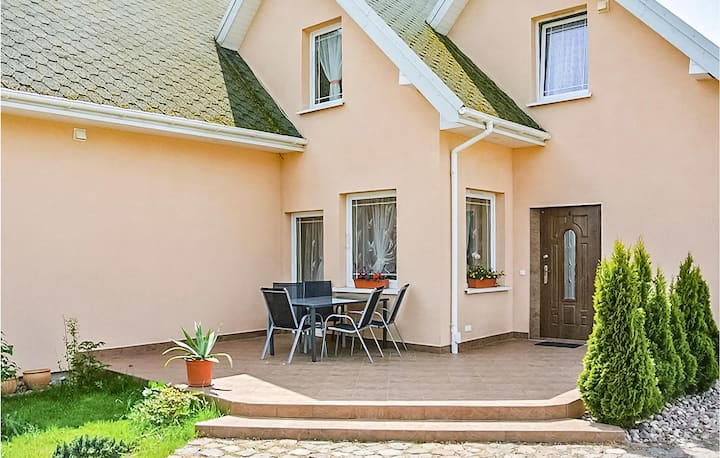 Nice home in Sianów with WiFi, 2 Bedrooms and Sauna