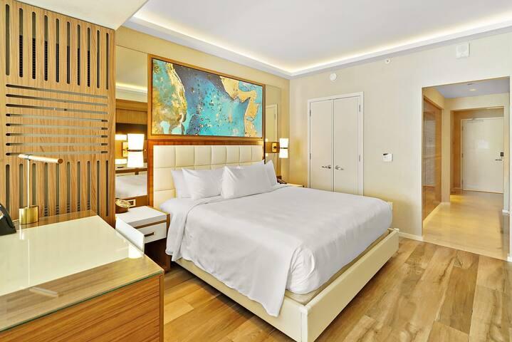 The Ocean Resort 607 | Deluxe Poolside King Studio