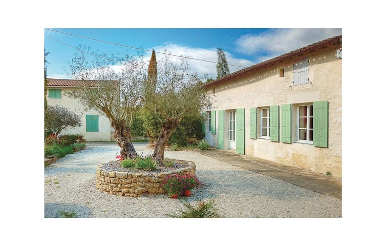 Holiday cottage with 3 bedrooms on 100 m² in Rioux
