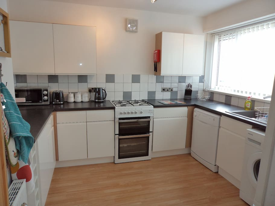 Spacious and bright kitchen with many facilities