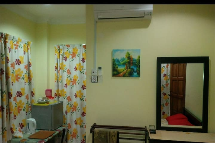 Al Mustaqim roomstay 1 keramat AU near zoo negara