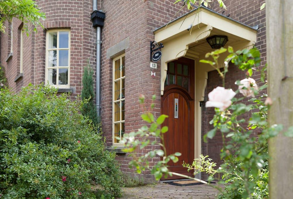 Entree van B&B Guest house 1907