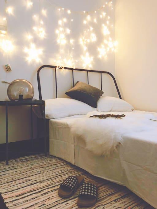床头星星灯 温馨的家的感觉