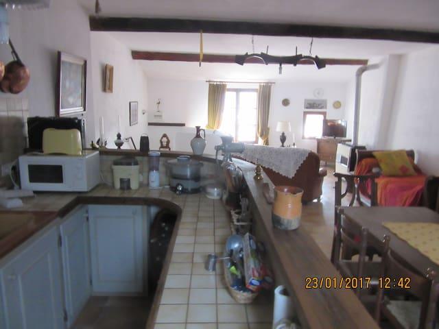 Appartement dans maison ancienne rénovée en 1996. - Saint-André-les-Alpes - Huoneisto