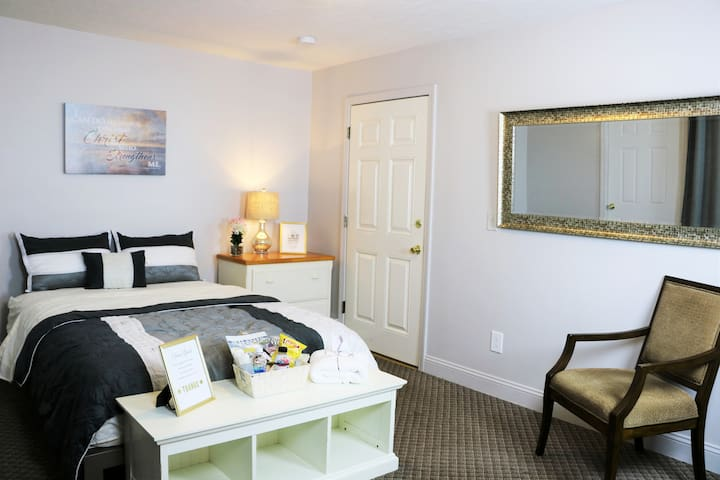 Private Entrance  | Queen Bed | Self Checkin|Cozy.