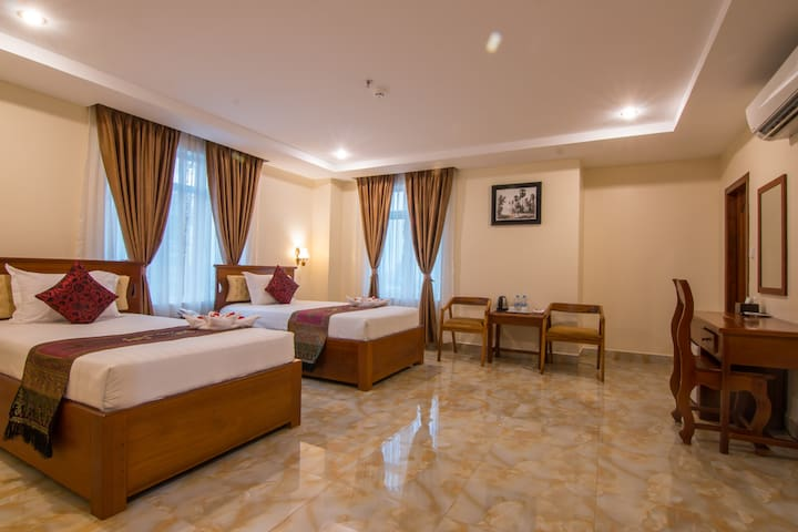 Twin room with Balcony and included Breakfast - Phnom Penh - Wikt i opierunek