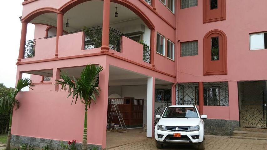 Appartements à louer à Bastos - Yaoundé - Appartement