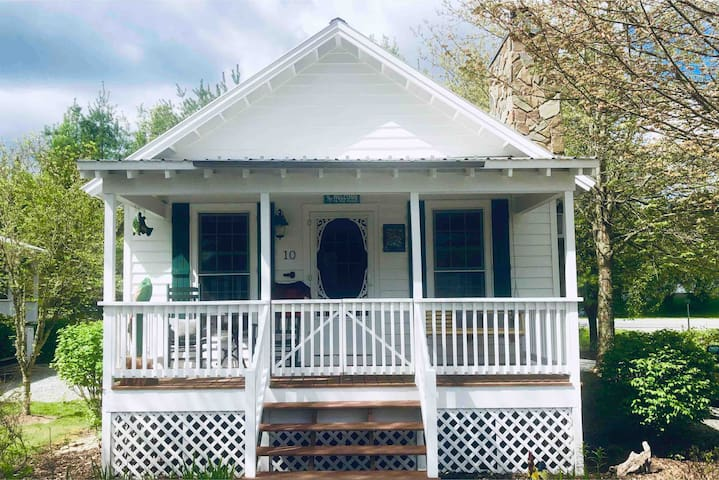 #10 Fish Camp Circle Cottage - Be Our Guest!