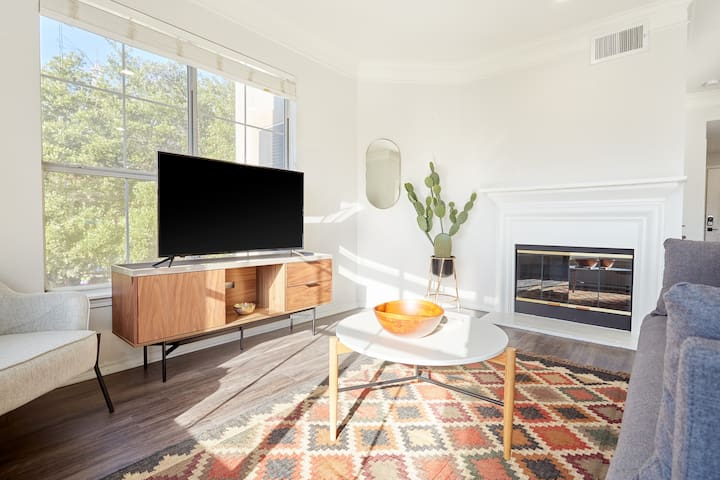 Sonder | South Congress | Cozy 2BR + Balcony
