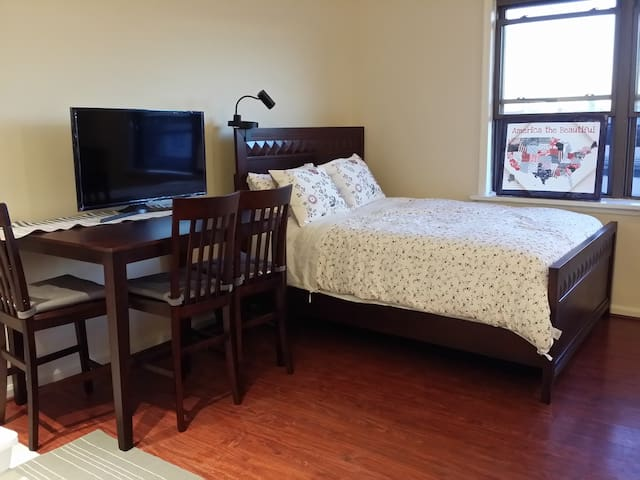 Renovated Spacious Studio#1, Queen & Twin bed - Fairview - Flat