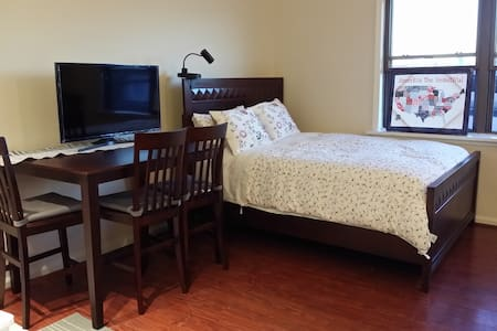 Renovated Spacious Studio#1, Queen & Twin bed - 费尔围(Fairview) - 公寓