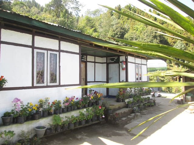 Guras Homestay~Private room - Pakyong - Haus