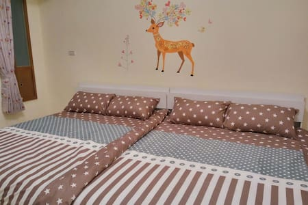 Little Henry's Home~Two Double Beds Room, B&B - 新興區 - Bed & Breakfast
