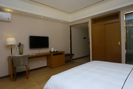 拜登观邸度假公寓(都江堰外滩新天地)园景大床房 - Chengdu