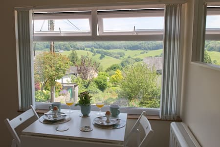 Separate Cotswold  Self-Catering  Great Views