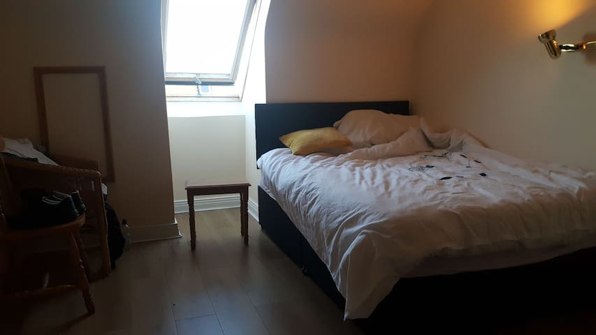 Lovely double bedroom in Beautiful Ballybunion