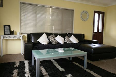 LowCost& Stylish-10min from Airport- House - Murarrie
