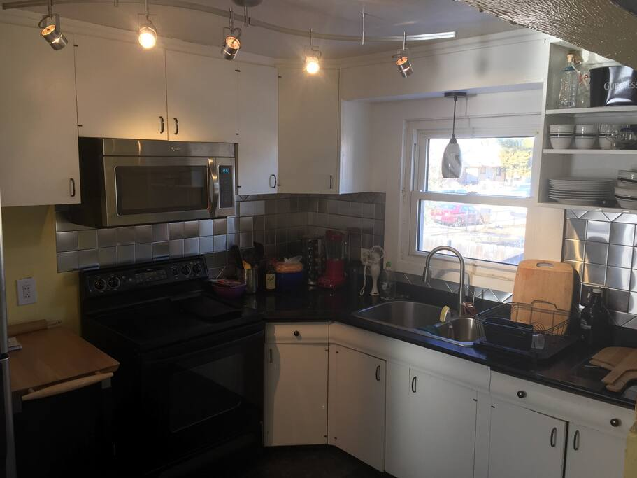 Nice kitchen! Help yourself to any appliances, pots, pans and dishes!