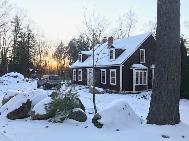 VT Winter Wonderland! Cozy, charming, lake views.