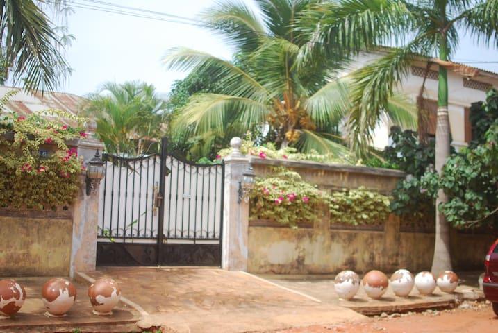 Maison style portugais dans le cœur de Porto Novo - Porto Novo - House