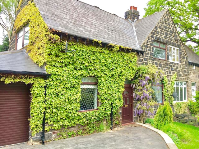 Lovely house in Leeds with gardens - Leeds - Casa