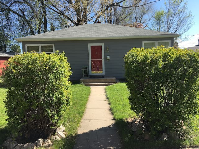 Charming Home Convenient to Downtown & Black Hills