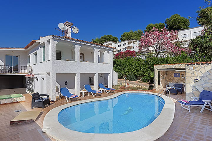 Detached Villa With Pool Close to Puerto Banus - Marbella - Haus