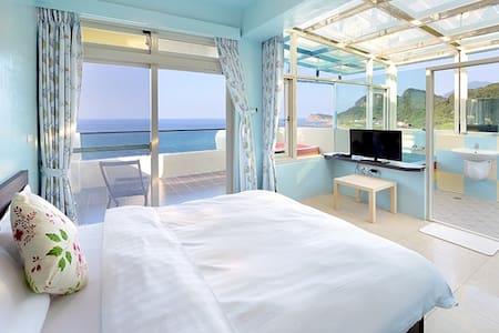 601 Double room. Ocean view,stone bathtub, balcony