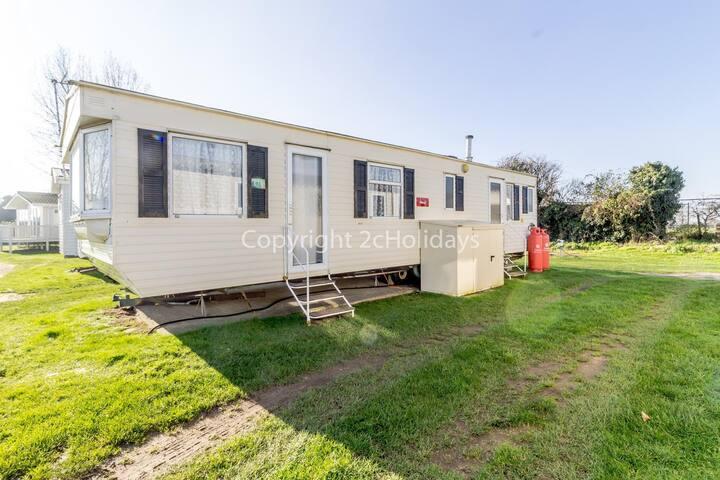 2 bed roomed modern caravan for hire near in rural Norfolk  ref 10016E