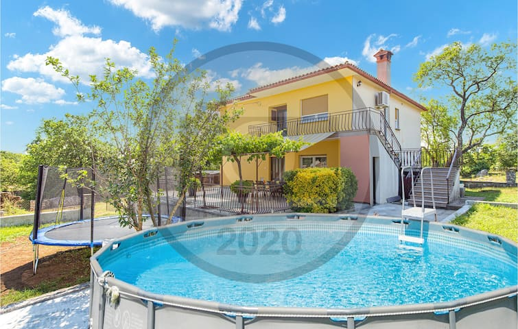 Holiday apartment with 3 bedrooms on 105m² in Nedescina