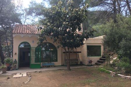 Habitación para 4 cerca a Monserrat - El Castell de Cabrera - Casa