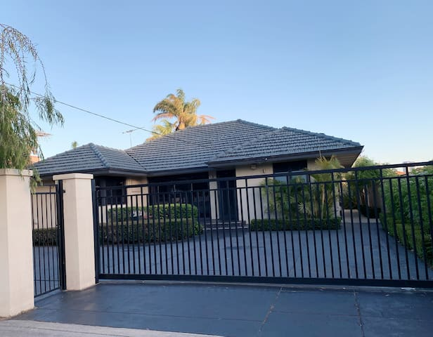 South Perth garden house room 3 for 2 guests